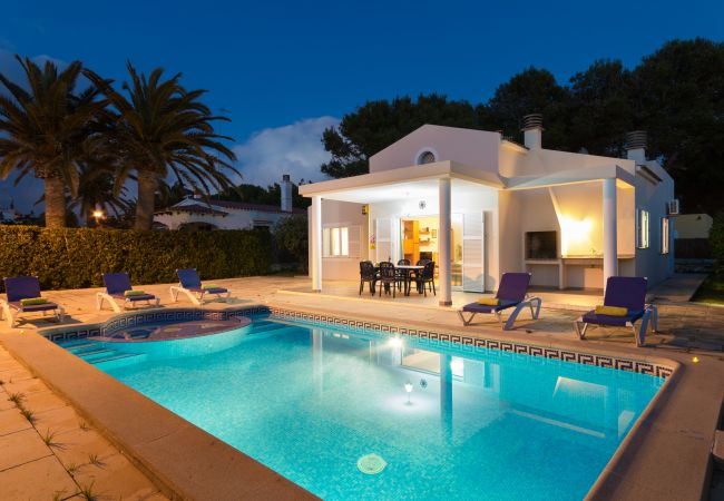 4 Bedrooms Villa with childrens pool!