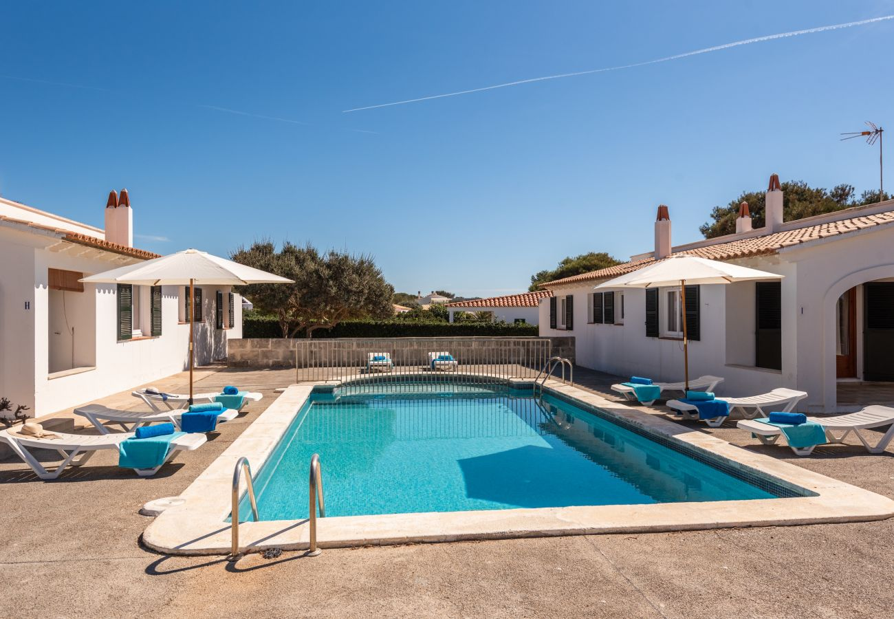Shared swimming pool for this flat in Calan Brut de Menorca