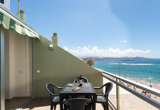 in Las Palmas de Gran Canaria - Front line with terrace +wifi by Canariasgetaway