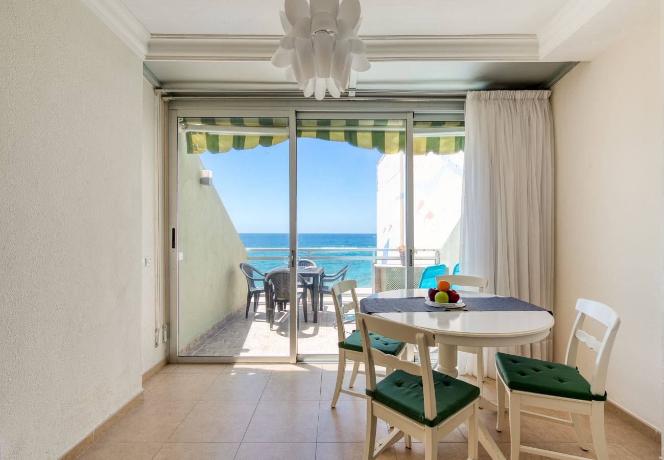 Apartment in Las Palmas de Gran Canaria - Front line with nice terrace By CanariasGetaway
