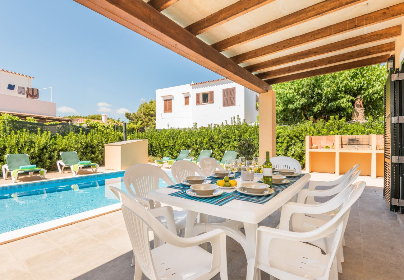 enjoy the good weather of Menorca with this excellent terrace and swimming pool of the villa Garbo.